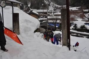 校門付近の雪
