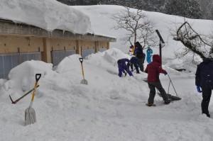 藤織り伝承館前の除雪
