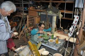 丹後の竹製花器を制作中