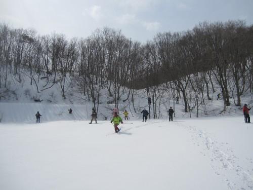 思い思いに雪と遊ぶ