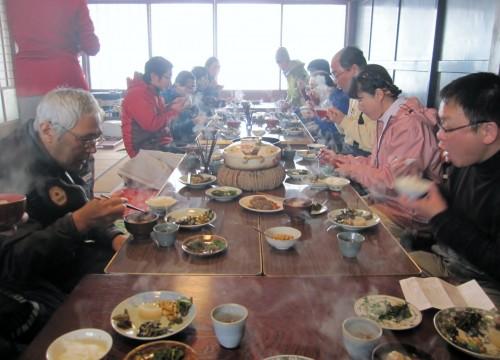 合力の家で世屋高原の幸満載の昼食