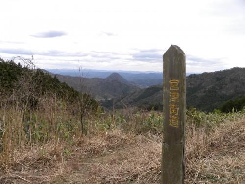 DSCN0773街道から砥石山