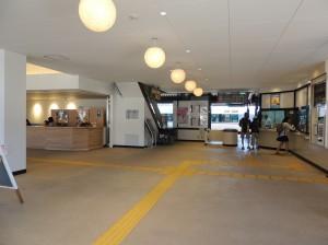 DSCN9361駅改札口