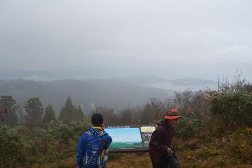 赤岩山頂上ガスで景色がはっきりしません