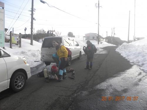 旧スキー場でスノーシューつけて