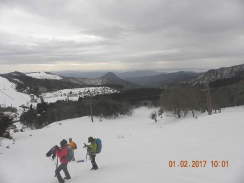 スキー場のの急斜面を登ると素晴らしい展望が・・・