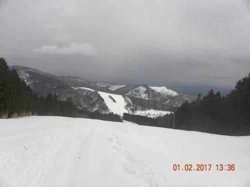 スキー場トップまで降りて来ました。